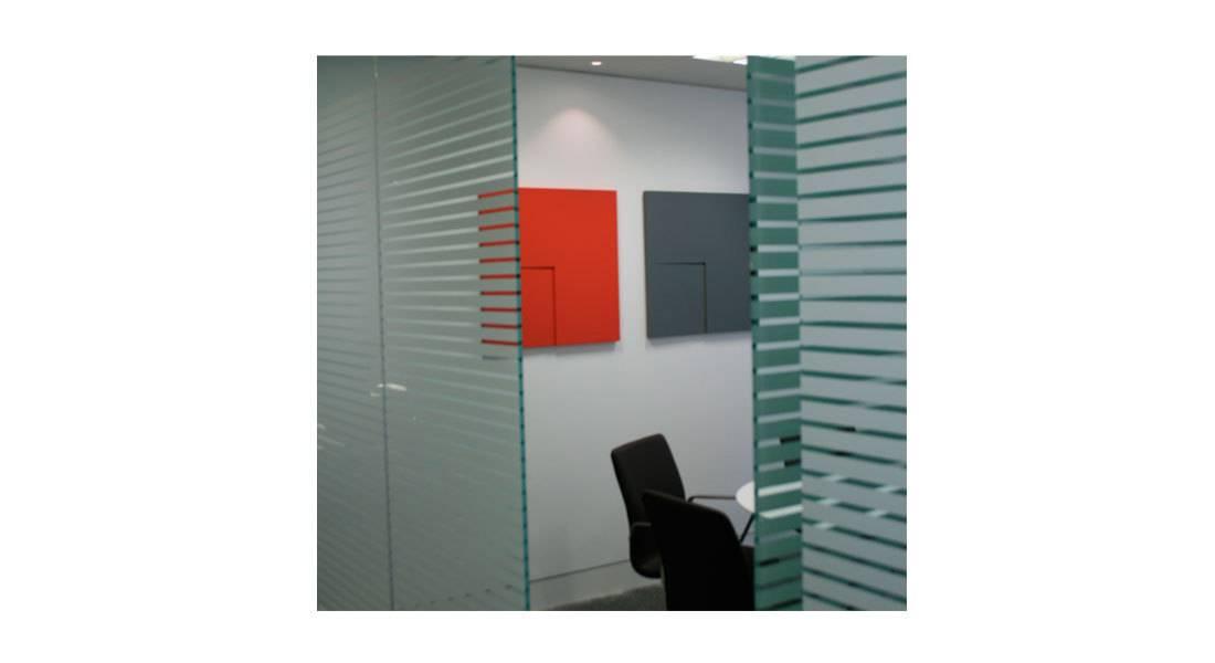 10410_coloured-panels-in-situ..jpg